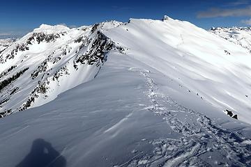 The ridge continuing to Little Devil and Baksit (with big cornices on the left side)