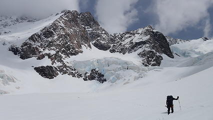 Nearing the base of the Linda Glacier with the ramp to Zurbriggen on the left