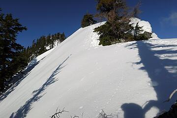 Steep traverse along the crest toward the summit