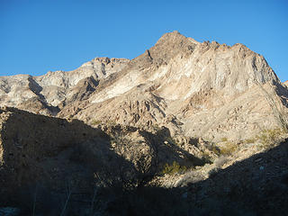 route clearly visible up the south ridge on right (don't ask me where it is), with summit visible on left
