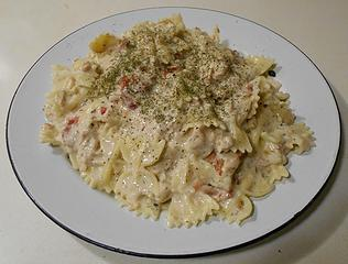 farfalle alfredo with salmon sun-dried tomatoes and pine nuts 041320