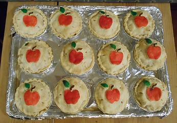 DTN Nutcracker apple pies 121319