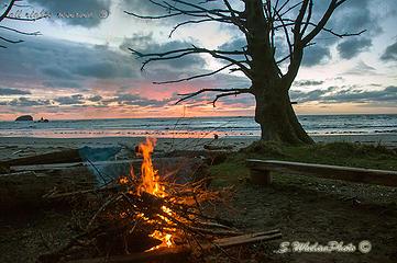 April-Sunset-at-Norwiegan-Memoria
