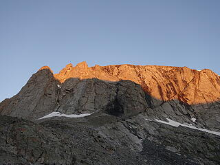 Sunrise on the steep cliffs above the 5th and 6th Sawtooth Lakes