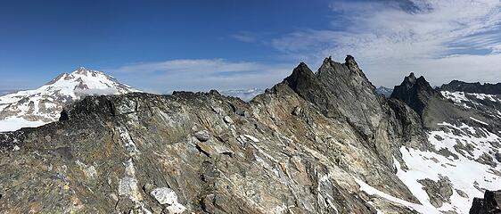 Glacier Peak behind West Tenpeak
