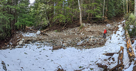 This creek blowout was not here before. It's obvious this is what contributed all the sand and rocks that are visible at the Granite Creek confluence with the Middle Fork river. Fortunately this doesn't disrupt the trail at all.