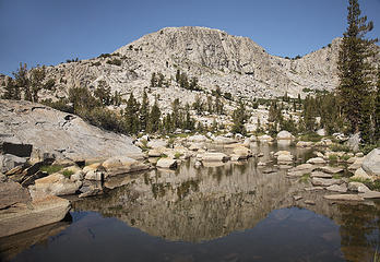 A tarn next to JMT below Donahue Pass