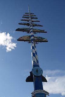 Leavenworth Maypole