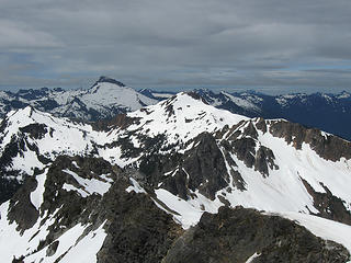Painted Traverse looking west from Black.  Skalabats at left, Red (Painted) Mt. at center, with intervening colors.