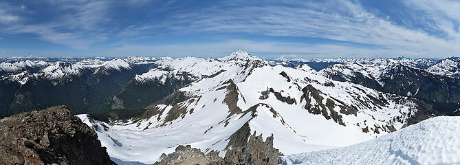 Summit pano from Clark, looking down the DaKobeds to Glacier Peak
