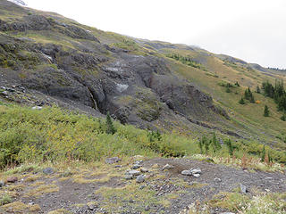 This view is to the west, showing the Hogback moraine and lower Heliotrope Ridge. Consider that even though you seem to be on the volcano, all of the bedrock you see here is non-volcanic. This shows that Mount Baker was formed by eruptions onto pre-existing topography that was anything but a flat plain, as stereotypical textbook images often imply.