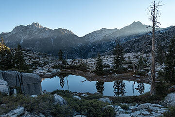 sawtooth and little granite peak from boulder creek lakes