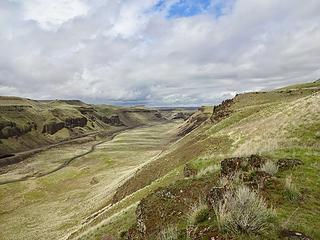 A coulee than runs parallel to my ridge hike. Train tracks pass through before entering a tunnel at the end.