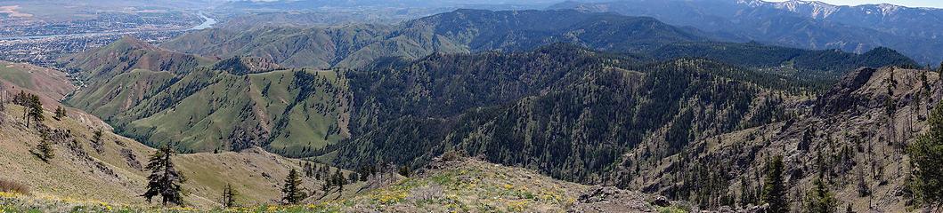 Lower Chopper Ridge climbs out of Wenatchee below Castle Rock and chops Westward.
