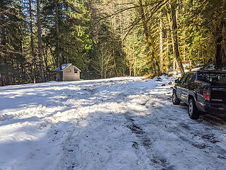 There was a lot of snow at the Dingford trailhead. The left side under the trees was partially melted out