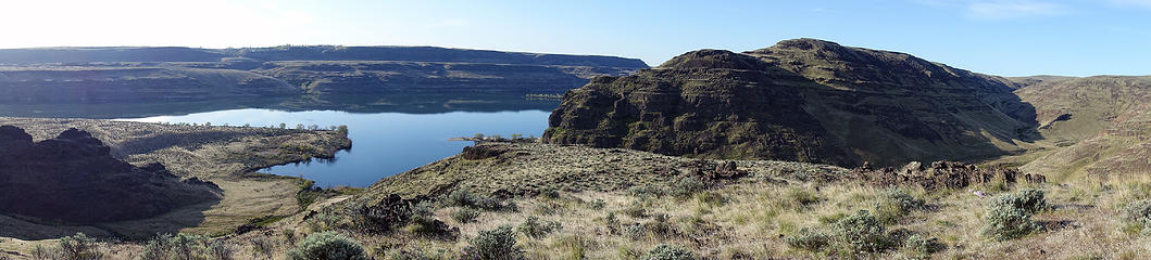 Wanapum Lake - Columbia River at the mouth of Brushy and Quilomene Creeks.