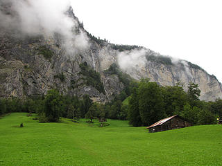lauterbrunnen-valley-water-fall-1