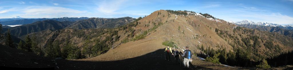 Ridge walk to Elbow Peak
