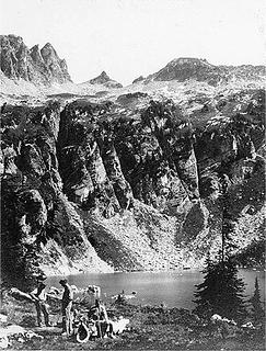 [url=https://digitalcollections.lib.washington.edu/digital/collection/watson/id/187/rec/13]Campsite at Cirque Lake underneath Bannock Mt (photo by Dwight Watson between 1933 and 1943)[/url]