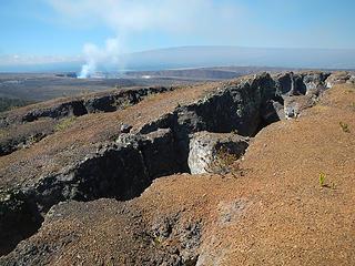 cracks near Pu'upua'i summit