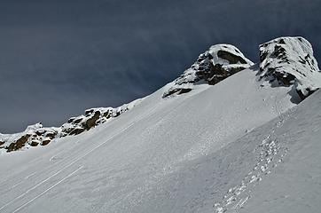 our descent from the gully (ski tracks to the left, 2 glissades right of those); ascent on right with traverse