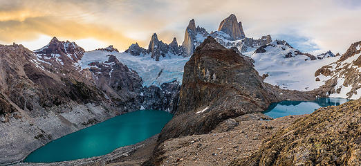 Cerro Fitz Roy towering over Laguna Sucia and Laguna de Los Tres