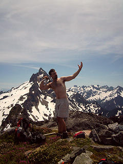 EK blesses the mountains with the pose