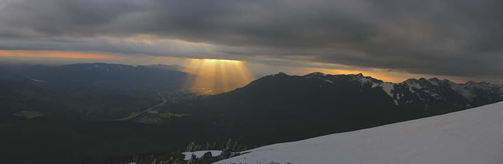 golden rays beaming into North Bend